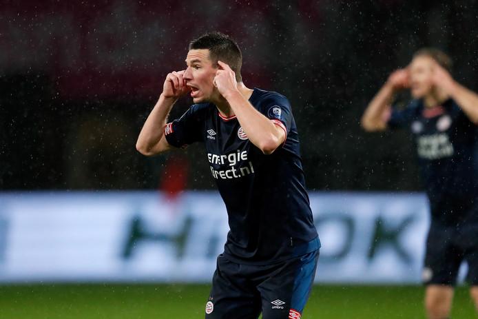 Nick Viergever in het duel met FC Utrecht.