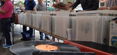Eerste Osse muziekmarkt met vinyl in Jan Cunenpark