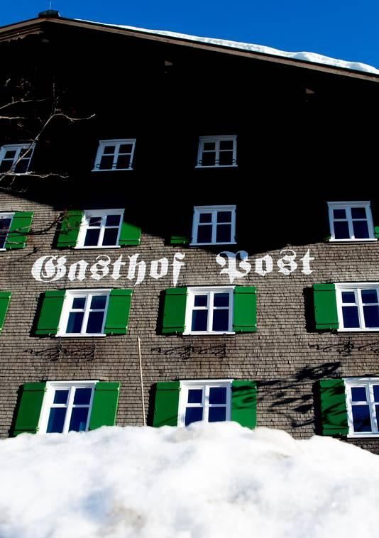 Gasthof Post, waar de koninklijke familie logeert tijdens hun wintersportvakantie in het Oostenrijkse Lech.