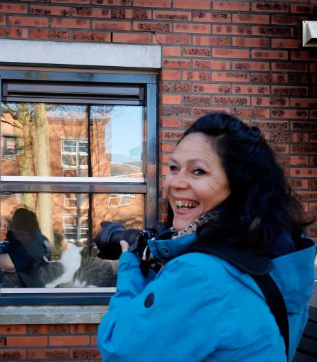 Gorcumse fotografe Mariëlle de Valk maakt bijzondere portretten met 'Groeten van achter het raam'