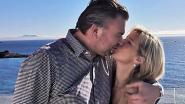 Burgemeester Claude Croes vraagt 'zijn' Evelyne ten huwelijk en laat aanzoek in handtas van zussen Feryn graveren