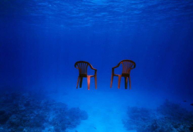 Red Chairs. Beeld Elspeth Diederix, 2007