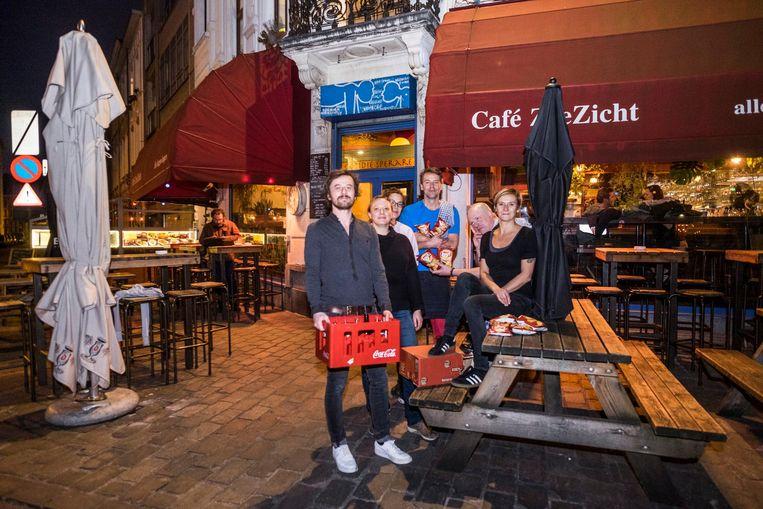 De uitbaters van Café Zeezicht bannen onder meer Coca-Cola en chips van Lays.