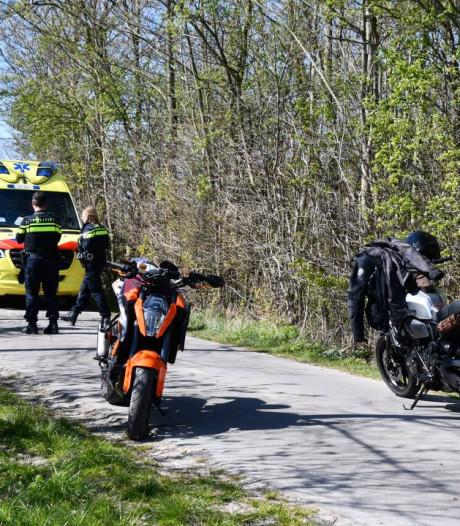 Motorrijder gewond na botsing tegen boom in Ritthem