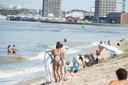 De sfeer van echte zomerdagen op het Sint-Annastrand.