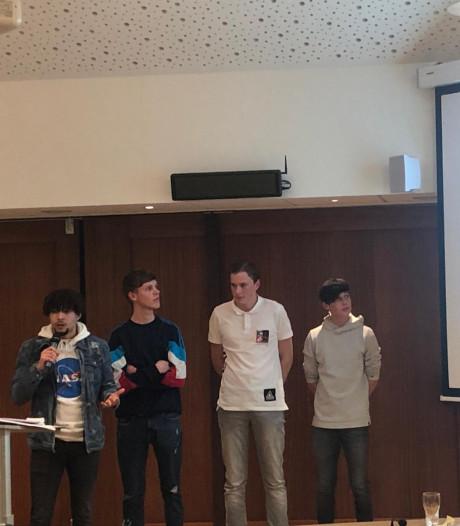 Krabbendijkse jongeren krijgen 'open' hangplek aan de Oosterscheldedijk