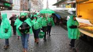 Poetshulpen voeren actie voor loonsverhoging op vrijdagmarkt