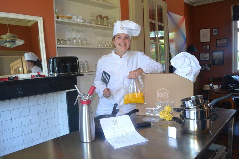 Zaakvoerster Ann-Gaëlle Mahieu (26) toont de gastronomische foodbox.