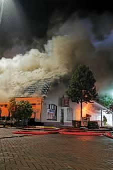 Mogelijk asbest bij brand in zalencentrum Loil, acht huizen ontruimd