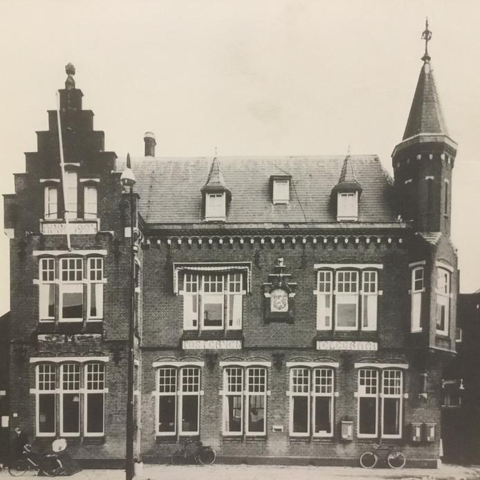 Het postkantoor van Oss (1904) waar iedereen die geen telefoon had, ging bellen. In 1916 ruime 82.000 keer.