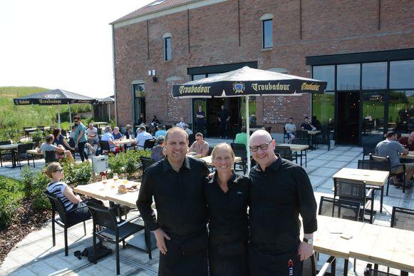 Kristof De Roos en Stefaan Soetemans trokken Sofie De Nys aan als nieuwe manager van het brouwerijcafé.