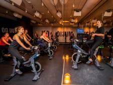 Dansen op de fiets? Bij deze Rotterdamse spinningclub is het sporten volgens 'New Yorks concept'