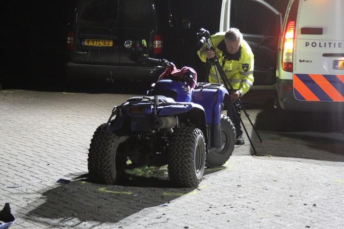 Politie-onderzoek bij de quad na het ongeval.