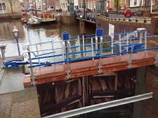 Sluis in oude glorie hersteld: twee loopbruggen weer teruggeplaatst