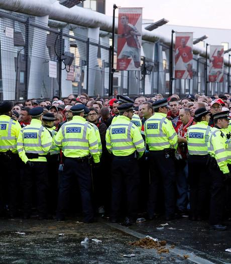 Arsenal trapt uur later af vanwege enorme massa Duitse fans