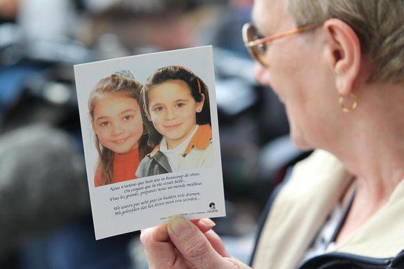 Op 24 juni 1995 verdwenen Julie Lejeune en Mélissa Russo in Grâce-Hollogne, in de streek van Luik. De meisjes waren 8 jaar. Hun lichamen werden veertien maanden later teruggevonden in Sars-la-Buissière, begraven in de tuin van een huis van Marc Dutroux.