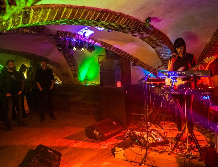 Popronde Delft 2016 - Optreden van 'A Fugitive' - Koornbeurs