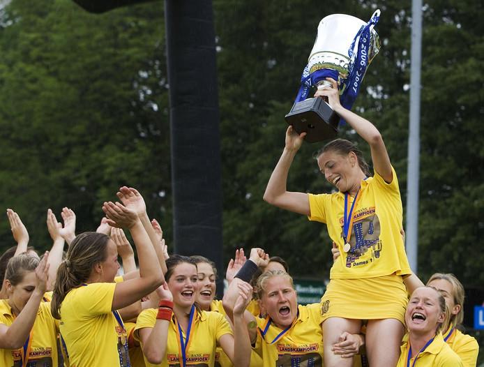In 2007 vierden de speelsters van HC Den Bosch hun tiende kampioenschap. Wordt dit jaar de twintigste gepakt?