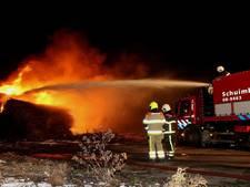 Metershoge vlammen bij brand langs A2 bij Beesd