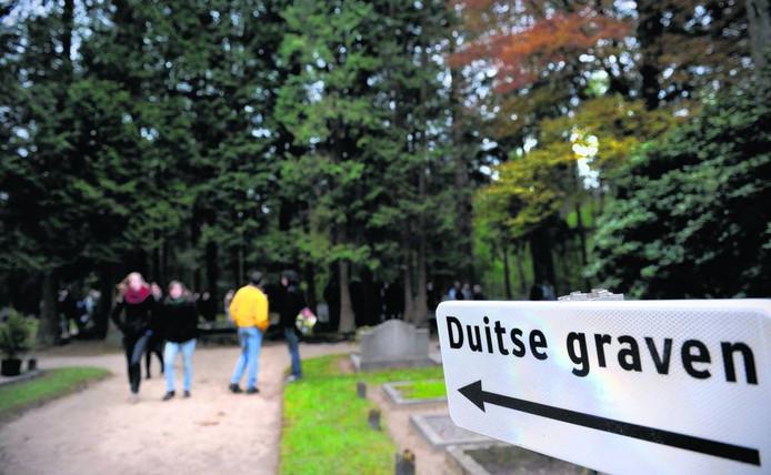 Verwijzing naar de Duitse graven op de Algemene Begraafplaats in Vorden.