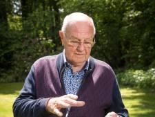 Gerrit (79) maakt trucs voor de absolute goocheltop in een boshut op de Veluwe (en verklapt er één!)