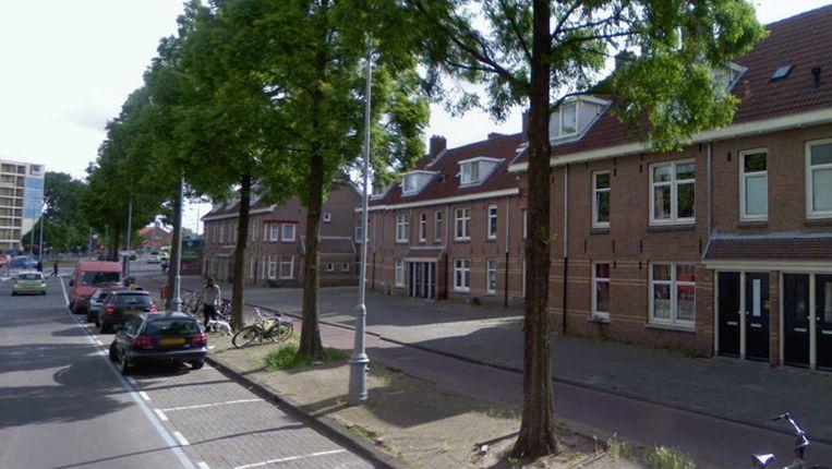 De Van der Pekstraat met links op de achtergrond het Mosplein. Beeld Streetview