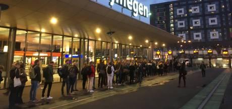 Forenzen klagen over vervangende bussen tijdens spoorwerk op station Nijmegen