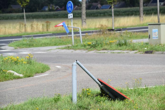 Meerdere borden moesten het ontgelden in de gemeente Steenwijkerland.