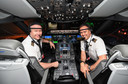 Gezagvoerder Sean Golding (links) en eerste officier Jeremy Sutherland van de eerste rechtstreekse vlucht tussen New York en Sydney.