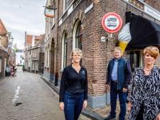 Vrachtauto's en bussen niet meer welkom in 'weg voor paard en wagen' in Blokzijl: 'Het was al jaren een ergernis'