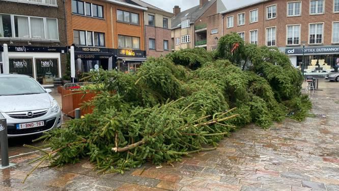 Kerstboom op Hoeilaarts plein waait omver