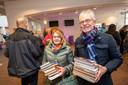 Janneke en Hans Evers uit Apeldoorn zijn de komende weken voorzien van genoeg leesvoer.