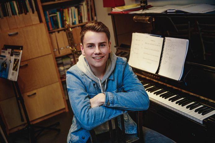 Jannes Matthee (15) uit Fijnaart speelt een rol in de landelijke Tina de Musical.