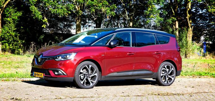 De Renault Scénic gaat dankzij de fijne motor, modern entertainment en veel comfort met z'n tijd mee.
