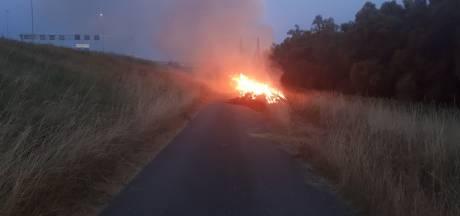 Snelheidsbeperking op A2 bij Waardenburg door brandende hooibalen