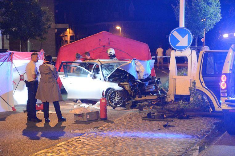 De klap moet enorm zijn geweest: de BMW van Jessy is helemaal vernield.