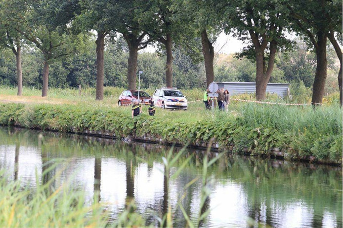 Politie doet onderzoek naar lichaam in Zuid-Willemsvaart in Helmond