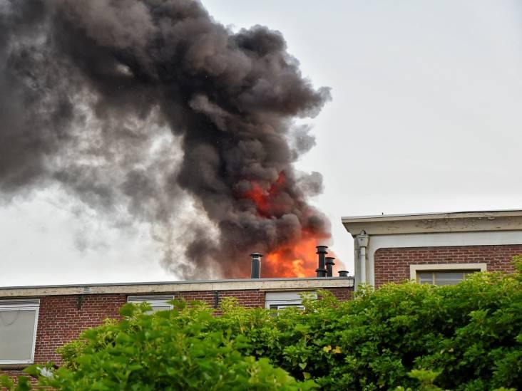 Uitslaande brand op dak van voormalige fabriek Van Besouw in Goirle onder controle