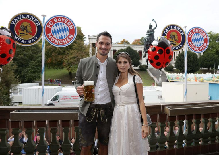 Mats Hummels met zijn partner.