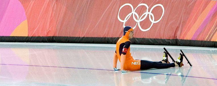 Sven Kramer op het ijs van de Oval Lingotto. Hij stapte op een blokje, kwam ten val en eindigde de olympische droom op de ploegenachtervolging. Beeld Klaas Jan van der Weij / de Volkskrant
