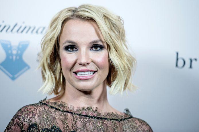 De geruchten over de opname van Britney Spears in een kliniek lopen volledig uit de hand. Dat laat de zangeres dinsdagnacht weten in een post op Instagram.