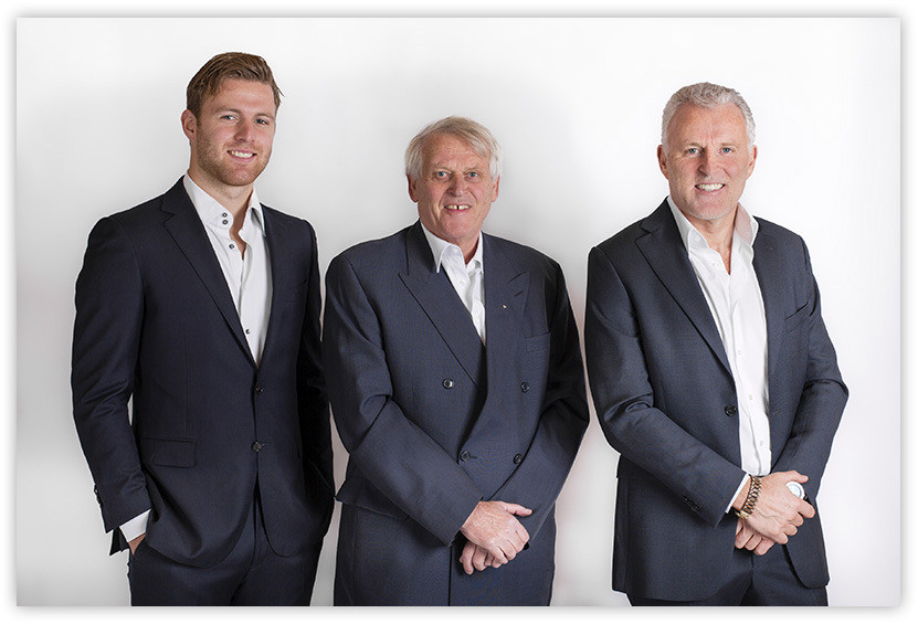 Vlnr: Royce de Vries, Piet Kiezer en Peter R. de Vries.