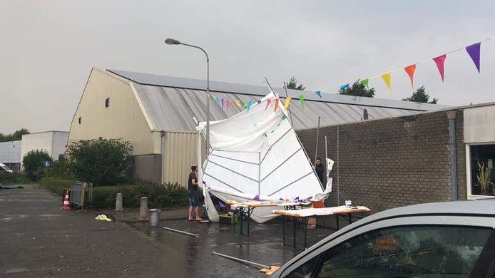 In Oudewater waaiden enkele tenten van een scoutingkamp weg