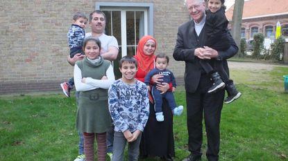 Bisschop Van Looy ontmoet Syrisch gezin