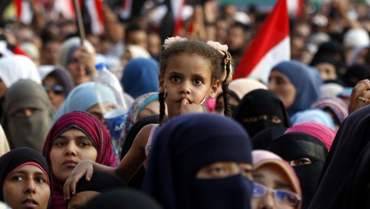 Een betoging voor de Moslimbroederschap, vorige week op het Tahrir-plein in Caïro. Beeld EPA