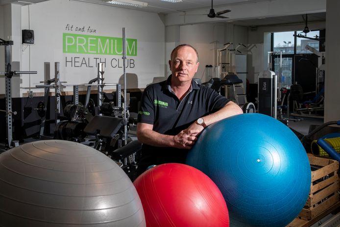 Pim Kooy in zijn lege sportschool Premium Health Club in Ede.
