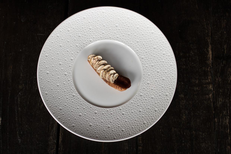 Miraleend met mergelchampignons en jus met arganolie, in restaurant MOS in Amsterdam.