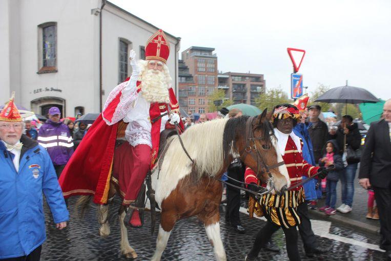 Sint-Maarten heeft zijn paard meegebracht.
