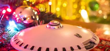 Eindhovense kerstfilm brengt hoop vanuit controlekamer Evoluon: bekijk hem hier