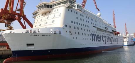 Hulporganisatie showt enorm ziekenhuisschip eerst in Rotterdam